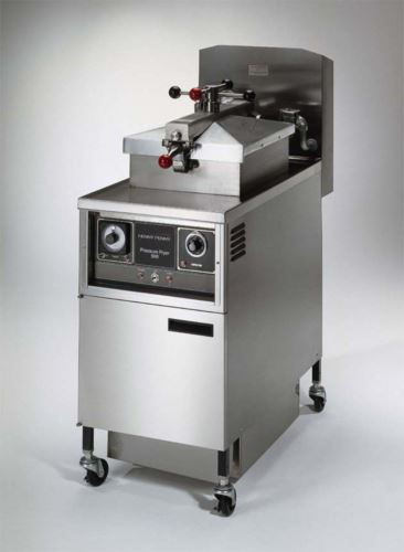 Henny Penny PFE500/1000 4 Head Electric Pressure Fryer With 1000 Computron Controls